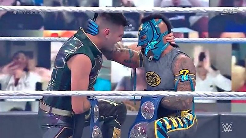 Rey and Dominik Mysterio Win SmackDown Tag Team Titles